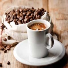 قهوه از تیرگی دور چشم جلوگیری می کند