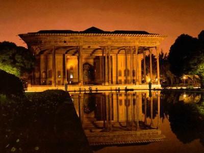 کاخ چهلستون